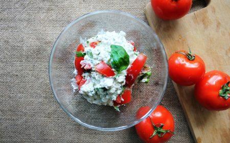 Heksenkaas met tomaat en olijf