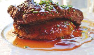 Biefstuk met saus van rode ui