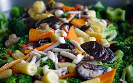 Salade met gevulde champignons