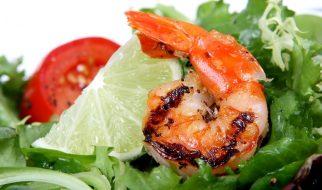 Salade met garnaal en limoen